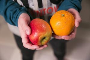 Therese har visat kommunens regler för fruktstund på skolan, men inte fått något gensvar.
