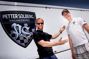 Visst syns det väl att teamchefen Petter Solberg är nöjd med vad Patrik Flodin presterade?