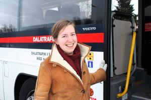 """Vill att fler ska åka buss. """"Det vore fantastiskt om fler åkte buss, så kan vi ha en bra kollektivtrafik"""" säger Annelie Kjellberg, ansvarig för kommunens linje- och kompletteringstrafik."""