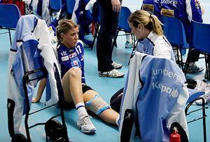 Handboll, IVH Västerås-Rimbo HK i Bombardier Arena i Västerås. Lisa Brandberg med knäskada.