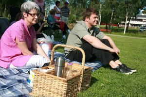 Catharina Wigzell och Hans Jonsson hade packat picknickkorgen och hoppades på en trevlig musikfestival.