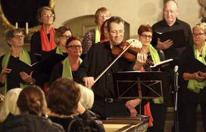 Åke Fredriksson på fiol. Foto: Joacim Nilsson.