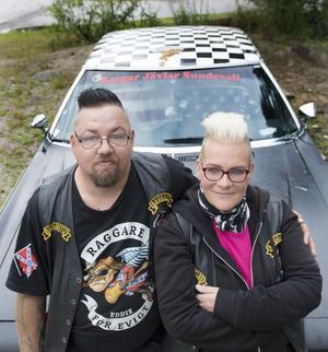 Magnus Svedin  och Marika Ejleström såg fram emot att träffa folk och lyssna till bra musik även om inget ljud slår mullret från en V8 motor.