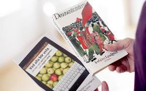 """""""Demonstranterna"""" är hans debutbok och """"Vad alla bör veta om läs- och skrivsvårigheter i en digital värld"""" är boken han under föreläsningen kommer att ta avstamp i. Foto: Anna Rönnqvist"""