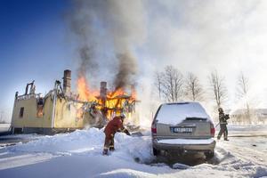 En villa brann på fredagen ner till grunden i Sikås.