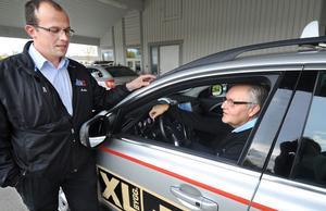 Trots förra helgens rån mot en Taxichaufför trivs Per-Olov Forsman och Tommy Hansson med sitt jobb.
