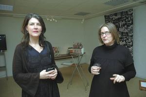 SJÄLEN. Konstnärerna och lärarna Anna Kindgren och Carina Gunnars letar efter själen i den gamla möbelfabriken inför sin utsmyckning av huset.