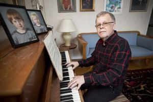 Svante Lundqvist kan sedan en månad tillbaka titulera sig pensionär, vilket betyder att det nu blir fler stunder vid pianot .