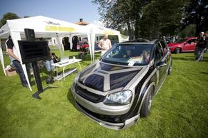 DECIBELMÄTNING. Nina Järvitalo hade egentligen inte tänkt ställa upp i bästa ljud-tävlingen men hon blev uppmuntrad att försöka på kul. Ninas bil nådde upp till 138 decibel.