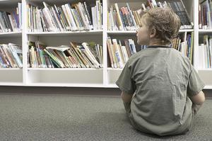 ENSAM. En introvert personlighet kan ses som ett handikapp i ett samhälle där det extroverta utgör normen. Helt i onödan, menar två nya böcker. Introverta egenskaper måste tas tillvara för ett välfungerande samhälle, skriver Susan Cain och Linus Jonkman. Foto: Clipart