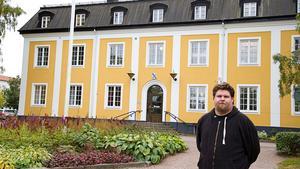 """Ola Sjökvist (SD) tror att politiker i Sverigedemokraterna har det tuffare än andra. """"Jag har ju inte hunnit vara med så länge så jag har svårt att bedöma det, men enligt vad man läser i tidningarna är att det är mycket påhopp på Sverigedemokraterna"""", säger han."""