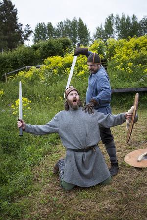 Tommy Nord och Per Resman i rollerna som stridande jämtar.