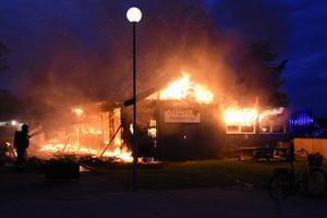 Restaurangen på Stenö havsbad brann ner till grunden.
