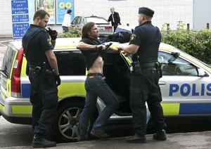 Årets nyhetsbild Sverige. Foto: Anders Hanson, Nya WermlandsTidningen. Juryns motivering: