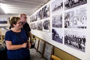 Lars och Ullakarin Ahlström från Örnsköldsvik gjorde ett besök vid fotoutställningen.