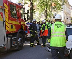 Räddningstjänsten anlände snabbt till olycksplatsen, men den oskadde MC-föraren fick följa med polisen