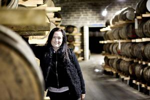 Whiskytunnorna lagras i Bodås gruva och buteljeringen sker i Rommehed utanför Borlänge.