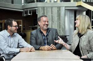 Socialdemokraterna Gunnar Sandberg, Robert Uitto och Marie Nordén är mycket nöjda med skuggbudgeten.