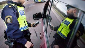 En man i 40-årsåldern åtalas misstänkt för rattfylleri och olovlig körning. Foto: Ellinore Wolf