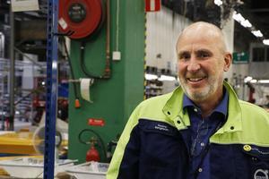 """Tommy Bengtsson har varit platschef på Volvo CE i Hallsberg sedan september 2016. """"Det händer mycket som är roligt här just nu. Vi kommer att öka vår konkurrenskraft markant"""", säger han."""