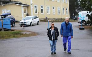Två cupgeneraler på välbekant promenad från gula huset till isparketten på Sävstaås i Bollnäs.