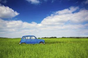Bilen får stå som en symbol för frihet och demokrati i många svenska litterära verk under 1900-talet.    Foto: Shutterstock.com