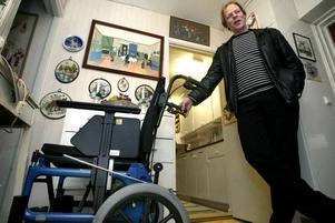 Per Törnblom är besviken på Gävle                            sjukhus som skickar hem hans 88-åriga mamma. Hon har inte fått någon plats på Bomhusgården än och han tror inte att hon får ett bra liv i sin egen                            lägenhet, som inte är rullstolsanpassad.