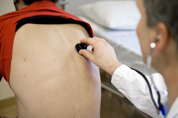 Vårdbesök. Västmanland följer efter andra landsting och slopar kravet på att alltid söka vård hos familjeläkaren först. Foto: Bertil Ericson/TT
