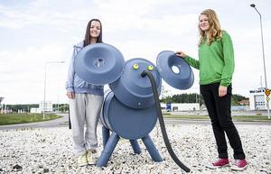 Rebeca Nilsson Sotas och Agnes Eriksson skapade rondellelefanten.