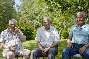 Äger gården. Bröderna Åke, Ture och Göran Oskarsson växte upp på gården och äger den fortfarande. De berättade många minnen från den.