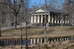 SCEN FÖR FILMINSPELNING. Vid nyår kan inte bara Söderforsbor och turister njuta av det vackra Grekiska templet i samhället. Då sänds en dokumentärserie i                TV 4 fakta där en scen utspelas vid templet