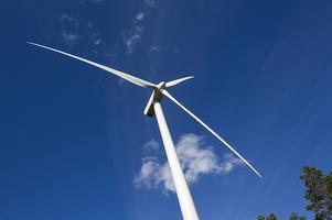 Uppemot 206 meter höga kan kraftverken sydväst om Färila bli.