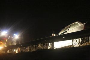 Den ena bilen stod länge kvar på viadukten och gjorde att räddningsjänsten fick reglera trafiken, det var mycket trång och halt på vägen. Den andra bilen kunde köras från platsen.
