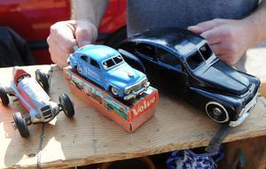 Leksaker är alltid populära. För den svarta PV:n till höger ville Jonny Mårtes från Bollnäs ha 7 500 kronor.