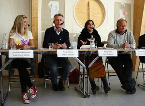 Show och debatt i ett. Ålsta skolas nya artistelever inledde kvällen med ett fartfyllt Abba-nummer. Sedan tog de politiska diskussionerna vid.