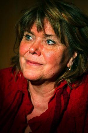 I kväll på länsbiblioteket berättar Maud Deckmar om den andra boken om autistiske sonen Fred.  Sonens sjukdom påverkade hela familjen.