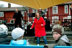 Hanna Wengelin försökte locka barnen till dans.