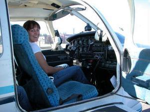Andrea Nessler har satt sig tillrätta på co-pilotens plats för att själv få styra och ställa när man väl lyft.