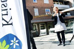 ville inte debattera. Maria Larsson fick prata ostört om favoritfrågan Lov och valfrihet inom omsorgen. Äldreministern hade utmanat kommunalrådet Peter Kärnström och riksdagsmannen Raimo Pärssinen på debatt. Men ingen av de båda socialdemokraterna ville ställa upp.