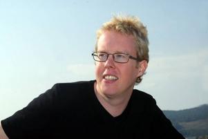 Jonas Moström, bördig från Bräcke, kommer i dag ut med sin femte deckare. Anita Näsberg har läst den.Foto: Stefan Ahlbom