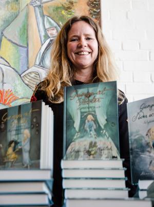 Anna-Klara Mehlich har skrivit fantasy med budskap som kan relateras till våra samtida problem.