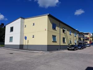 Är Hudiksvallsbostäders senaste nybygge i kvarteret Snusfabriken fulast? Ett så kallat modellhus, som tagits fram av Sabo föratt hjälpa bostadsbolagen att sänka byggkostnaderna.