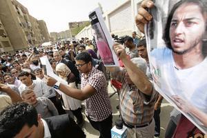 Till val. Egyptierna köade för att rösta i presidentvalet på onsdagen. Mannen på bilden är Mina Daniel, en av över 800 som dödes under den egyptiska revolutionen.Bild: Amr Nabil/scanpix