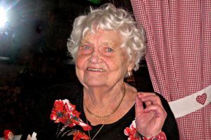 Signe Sjölinder fyller 100 år den 24 maj. 100-årsdagen firar hon med släkt och vänner på Stadshotellet på lördag.
