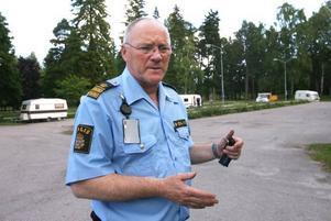 Glenn Hillman, närpolischef i Gävle, övervakade personligen att asfaltsläggarna lämnade Stora Vall.
