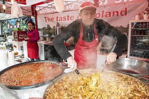 Det polska köket brukar finnas representerat på matmarknaden på torget.