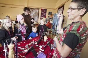 Ellen Lötmyr, Amanda Hedman, Alexander hedman och Ebba Lötmyr gillade Brittinger Svenssons smycken.