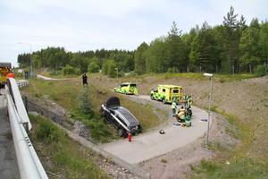 Som tur var kom ingen på cykelvägen när bilen körde av vägen.