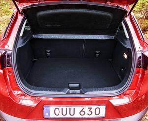 Bagageutrymmet kan jämföras med VW Golf. Fyrhjulsdrivningen minskar volymen.
