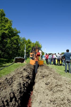 Grävjobb. Elnätsföretagen satsar nu miljarder på att gräva ned luftledningar i marken.